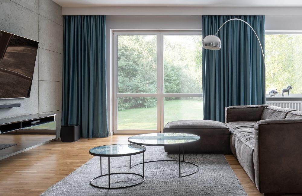dekoracje okien w salonie